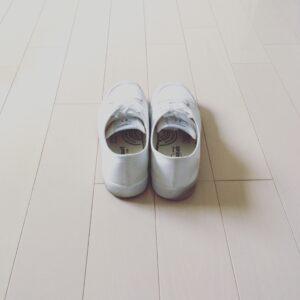 白スニーカーの着こなしとコーディネート