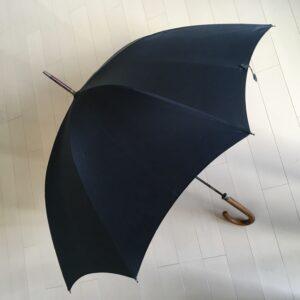 開いた傘も美しい