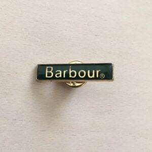バブアーのビデイルに付属のピンバッジ