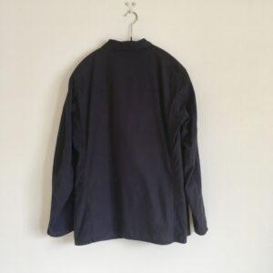 コモリのタイプライターシャツジャケットのシルエット